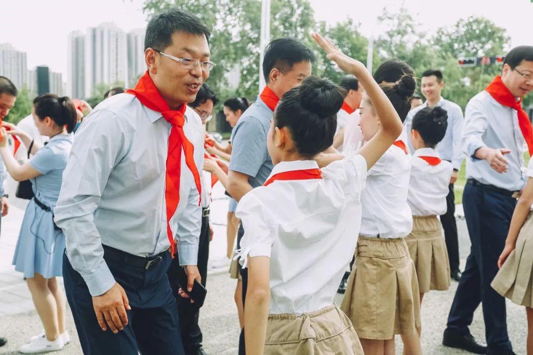 """红领巾相约中国梦——我校师生参加""""少年怀志 圆梦曲江""""庆祝六一儿童"""