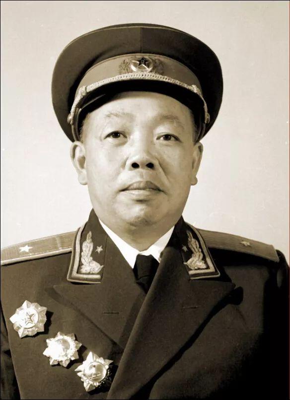 """开国少将被开除党籍,还被送去放马,毛主席说:""""吃了很多苦,为什么还图片"""