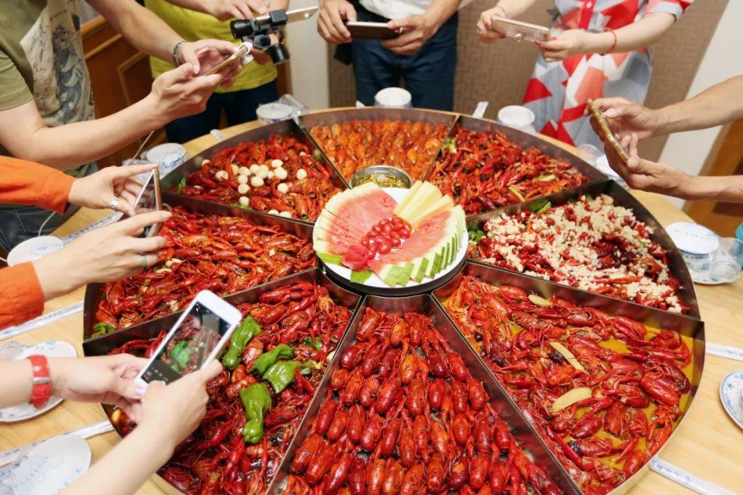 29.9就能吃虾 凭一道全虾宴称霸长沙 这家专做小龙虾的老店,今天请你吃虾