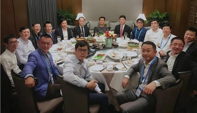 马化腾雷军提前退出丁磊饭局,与沈南鹏朱啸虎组腾讯系创业者饭局