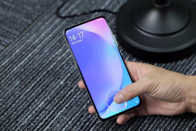 6月想买手机就要买新的不买旧,最值得买的4款高配置全面屏手机
