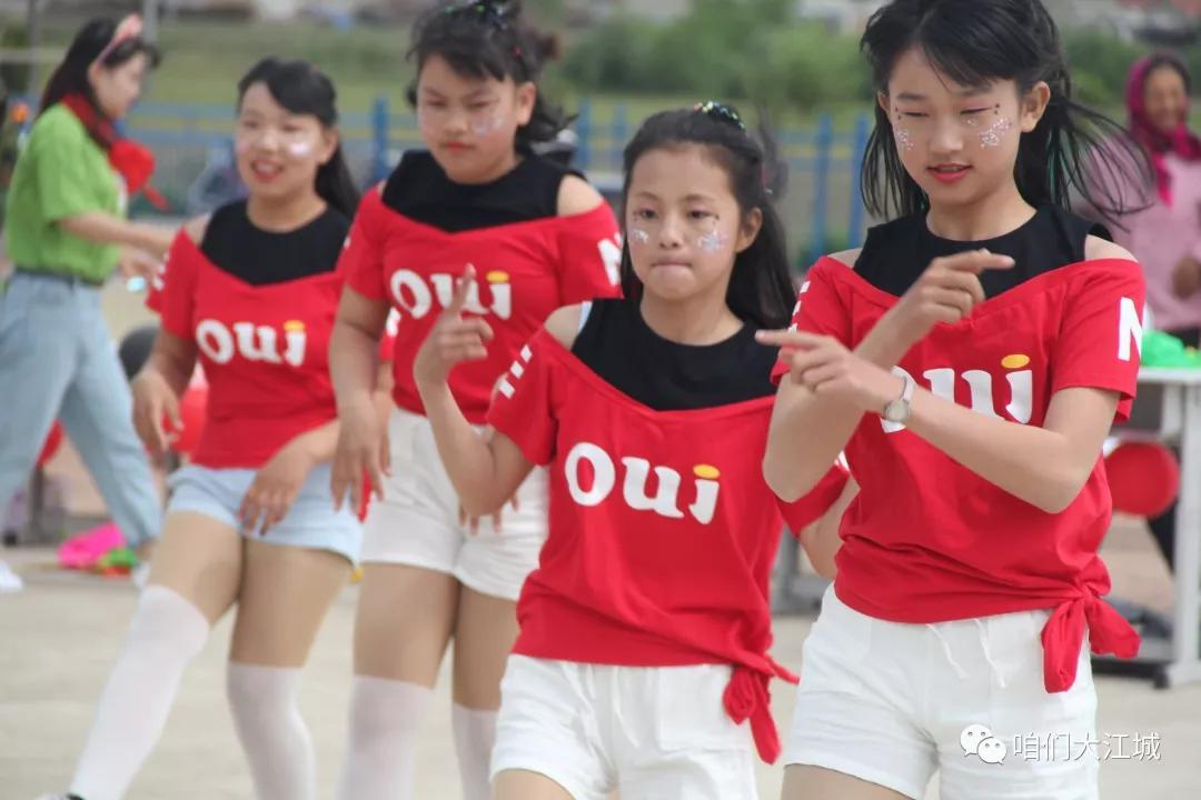 连续八年资助希望小学 吉林国贸集团为孩子们铺一条希望之路