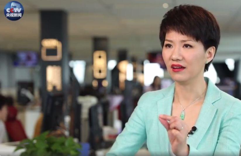 中国主播刘欣的表现获得南大师生点赞 (图片来源:央视新闻视频截图)