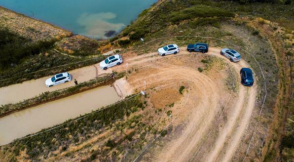全新BMW X5变了,跋山涉水不再是硬派越野车的专利