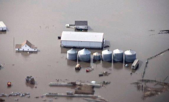 美国中部半个月泡暴雨中,8州灾情惨烈,专家:更惨的还在后面!