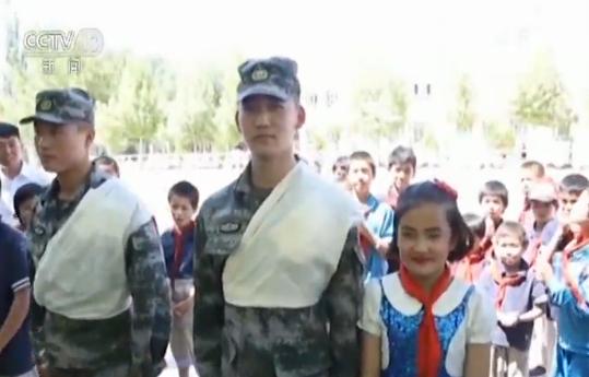 """解放军各部队、维和官兵与驻地儿童共庆""""六一"""""""