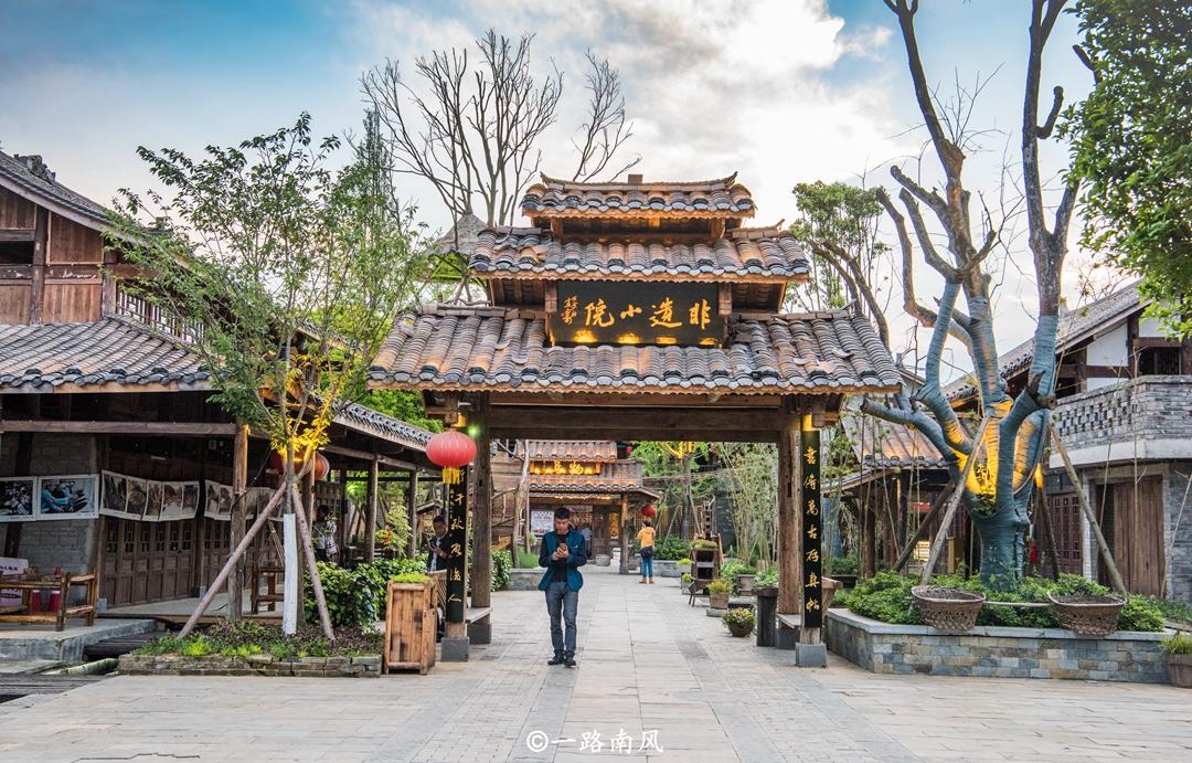 贵州黔南有个文化大观园,美女排队唱歌敬酒,热情没法挡!