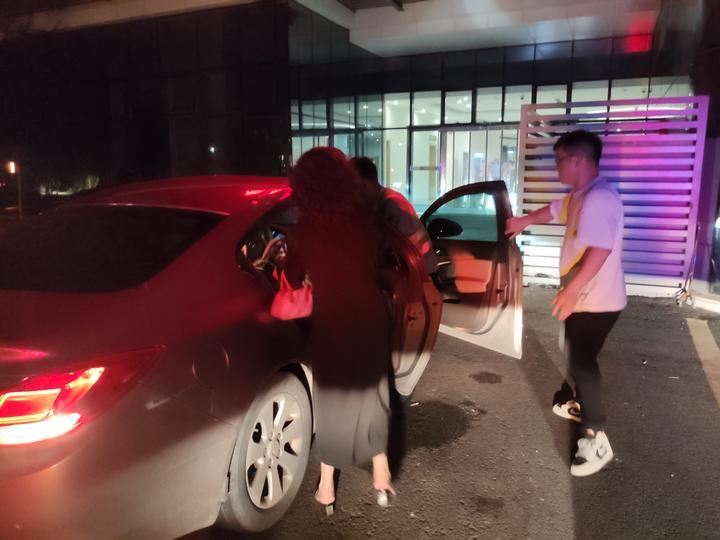 孕婦懷龍鳳胎羊水已破 浙江臺州交警開路及時送醫