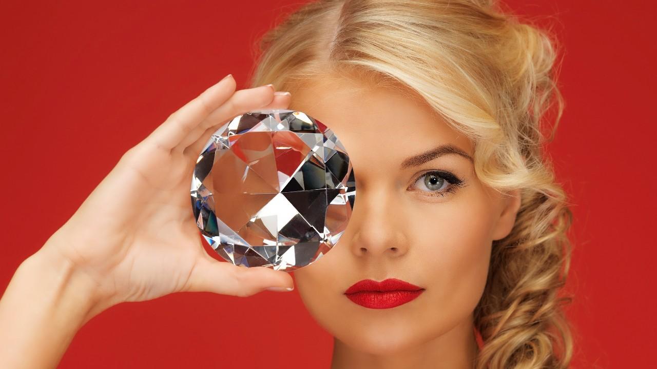 如果钻石是营销骗局,那么人造钻石也没好到哪里去