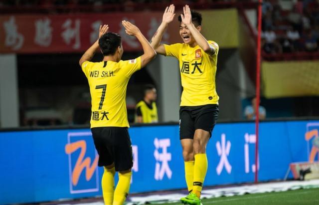国内球员爆发!广州恒大客场大胜建业五连胜后卡纳瓦罗笑了