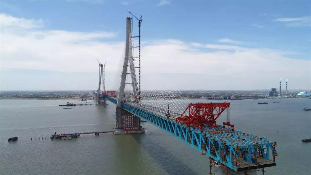 沪通大桥主航道首次合龙后的全景亮相!
