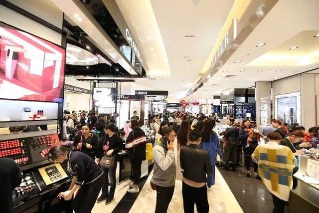 """逆势增长37%,银泰的""""新零售革命"""""""