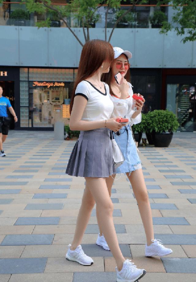 爆笑GIF圖:論心機,還是左邊的妹子更勝一籌啊