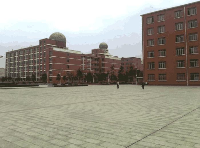 我国江西这所中学, 被称作 第五 大高考工厂 成绩并肩衡水