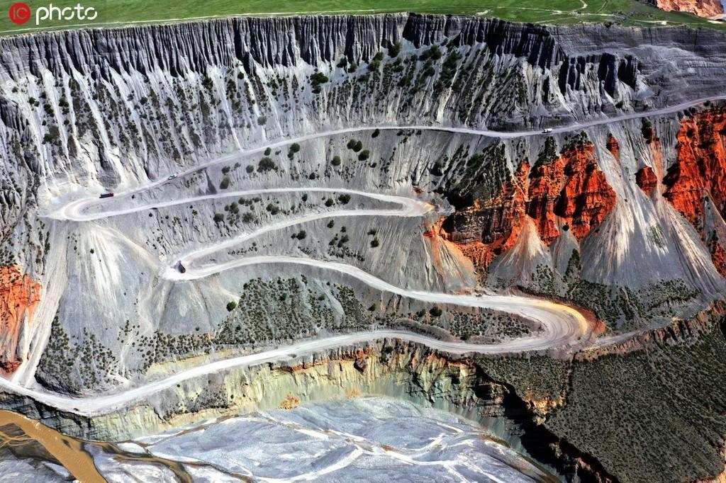 新疆乌苏安集海大峡谷彰显大自然鬼谷神功呈现地质奇观