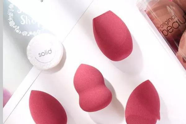 新手用粉扑还是美妆蛋好 来看看两者的使用方法