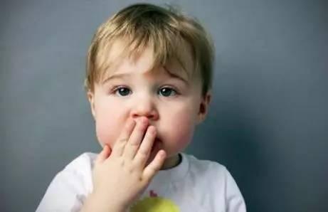3岁多娃娃说话结巴,是智力倒退的原因吗?该怎么办?
