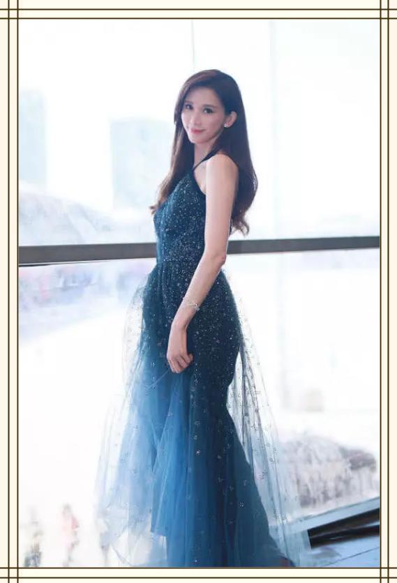 林志玲要逆天?一袭蓝色星空裙美得高级又出众,顾盼生辉哪像44岁
