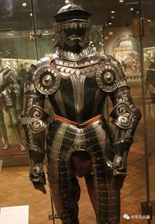 中世纪欧洲盔甲防御力有多强?性能出色的日本刀也甘拜下风