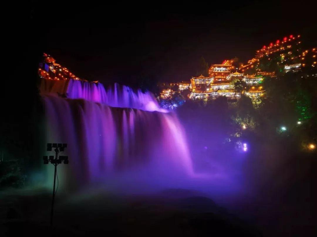 芙蓉镇晚上夜景很漂亮,尤其是古镇上的夜灯光,有点... -大自驾