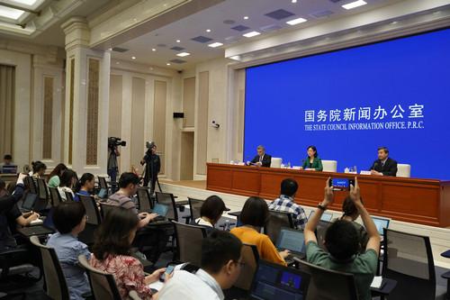 英媒对中国教育部发布赴美留学预警保持密切关注