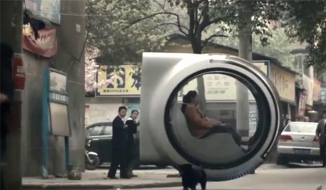 中国女大学生设计悬浮汽车,不用轮子也能跑,看呆路人