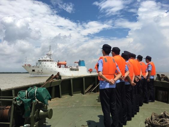 """国内首艘海洋深渊科考船""""张謇""""号刚刚从黄埔边检入境了!"""