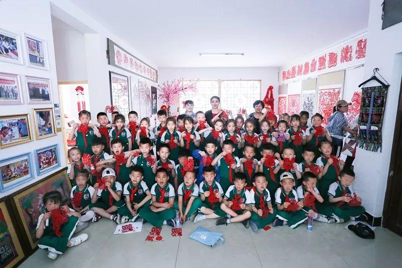 48名延安小学生参观永安走进学习农民画小学安塞通江县图片