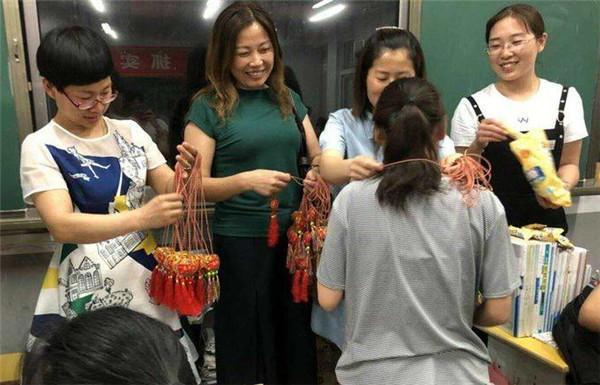 镇平县雪枫中学开展 我为考生送祝福 助力高考活动