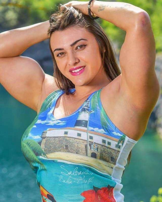 27歲混血兒癡迷肌肉訓練,每周健身6次,上臂圍度達40厘米
