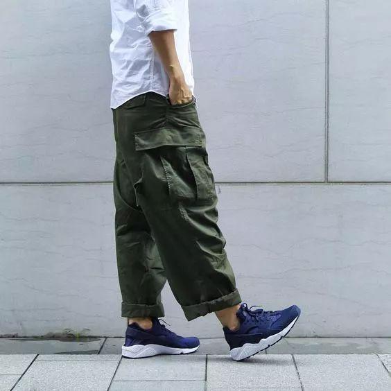 现在男生穿着较多的工装裤裤型