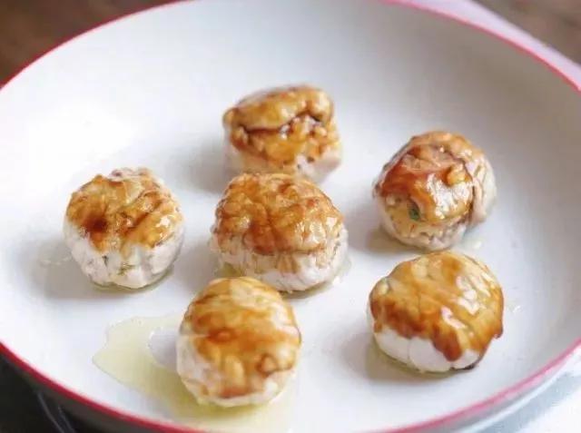 美食diy-给大家分享剩米饭的又一神吃法——里脊肉包饭团