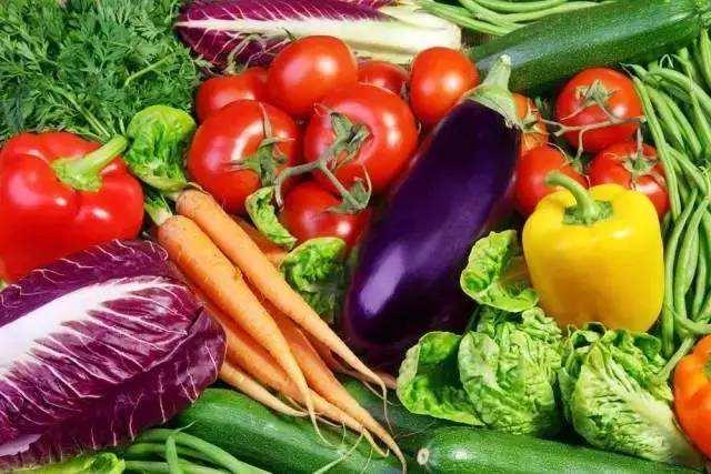 蔬菜是熟吃好,还是生吃好?做菜这么多年,你真的吃对了吗