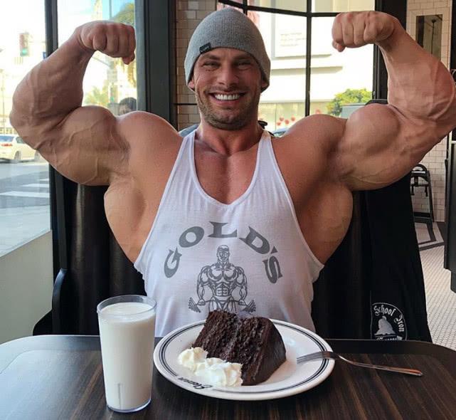 美國29歲健美巨獸,為練出更大塊肌肉用藥10年,頭發已掉光!
