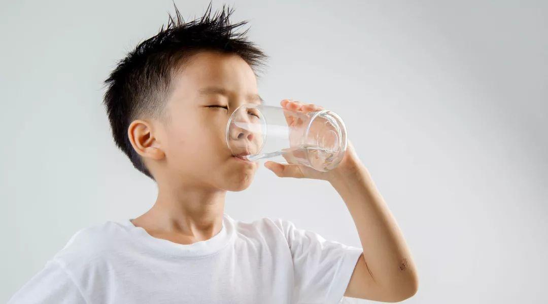 隔夜水致癌?你被这 10 条饮食谣言坑了多少年