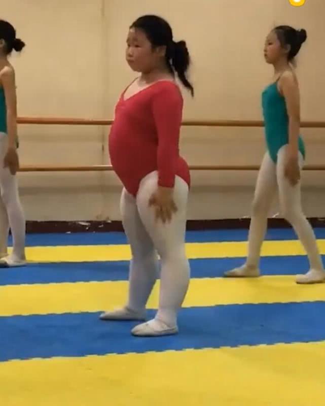 别小看了胖妹子,她跳舞可厉害了,一般人比不过! imeee.net