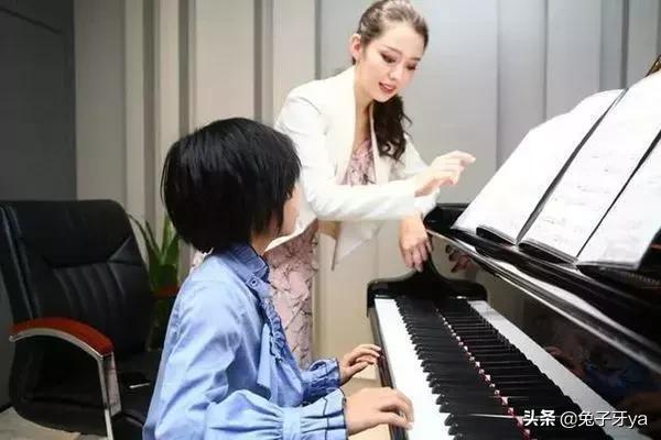 美女大胆人体艺术摄影_郎朗迎娶天才美女钢琴师,中级学霸情侣4年长跑终获双证
