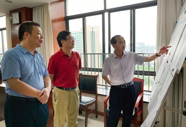 自治区法学会党组书记黄光彩到广西法治日报社调研,提出殷切进展