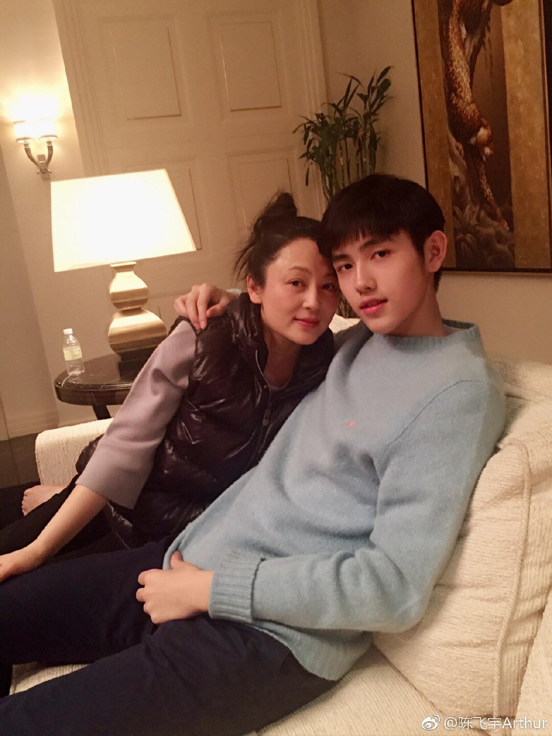 陈飞宇夸赞妈妈陈红有世界上最好看的侧脸,在家都是陈凯歌做饭 作者: 来源:不八卦会死星人