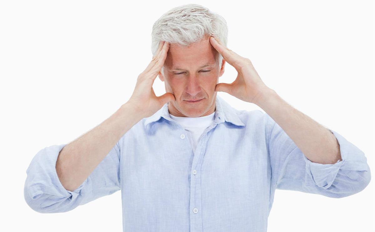 肝内有癌,眼睛先知,眼睛若有这一个特征,提示肝癌可能已经到访