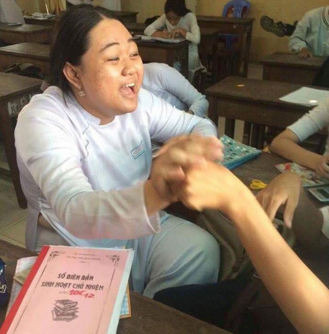 """越南大學生減肥前被同學叫""""恐龍"""",健身讓她找到自信逆襲成女神"""