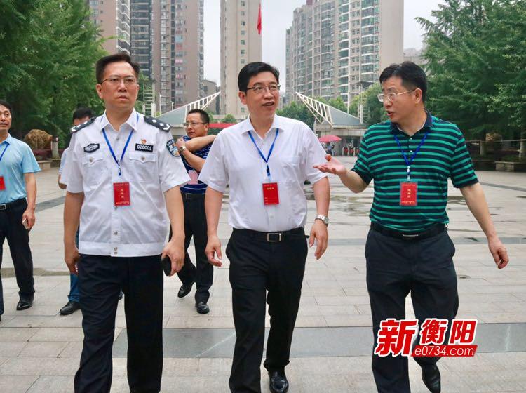高考首日:邓群策带队巡视考点 确保高考顺利进行