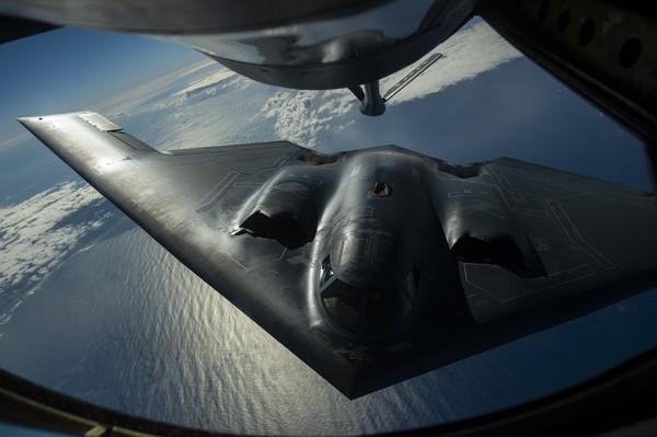 在教室��.�9�9b�9�*_b-2「幽灵」是目前世界上唯一的隐身战略轰炸机,1997年首批6架b-2轰炸