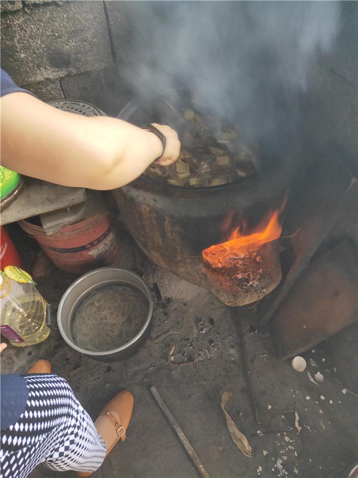 端午节,爱心的脚步不停歇,志愿者探访山区贫困人家倡议帮扶