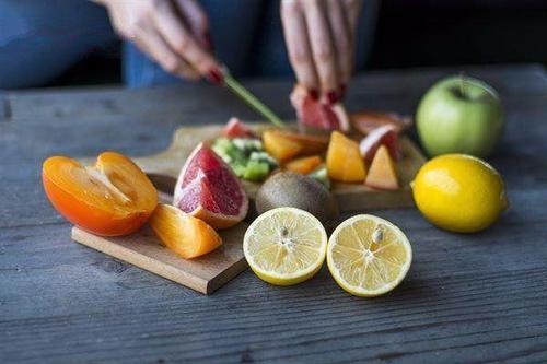 空腹吃红薯,到底养胃还是伤胃?营养师:有几种食物不适合空腹吃