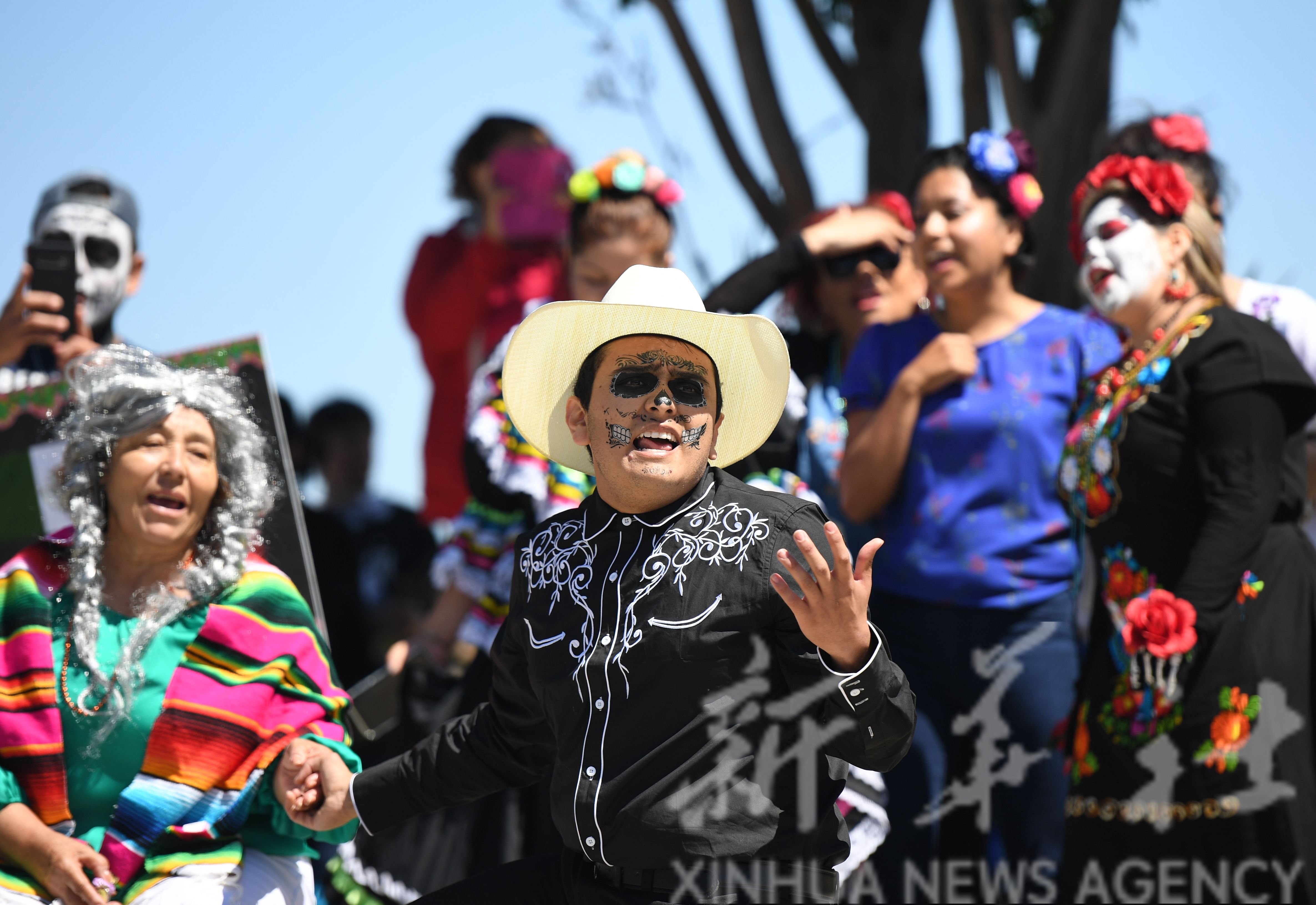 【图】                     美国圣马特奥成人教育学校举办国际日活动