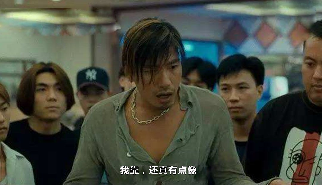 林志玲结婚热度不减,老公旧照被扒,黄头发造型酷似张耀扬