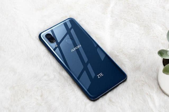 让小米8无奈,同样是搭载骁龙845的手机,价格不到两千