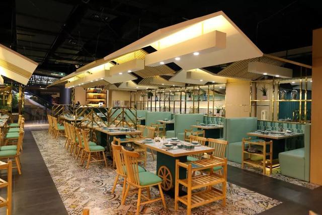 这三家椰子鸡店的设计,夏天也能清清爽爽吃火锅_椰子树