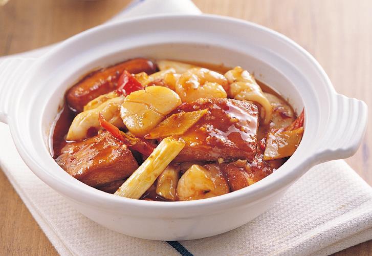 明明是道广东菜,大厨加入了香香辣辣的调味汁,秒变川味海鲜豆腐煲